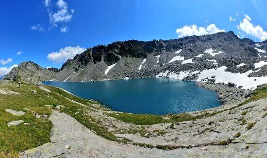 lago di pietra rossa